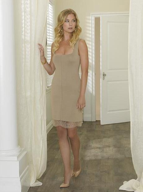 Emily Thorne Looks Concerned in Revenge Season 2 Promo Photo