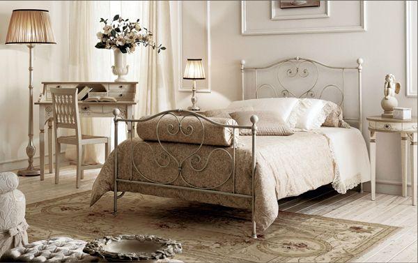 Dormitorio individual estilo cottage  cama de hierro  en color claro