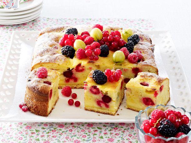 Unser beliebtes Rezept für Beeren-Eierlikörkuchen mit Crème-fraîche-Guss und mehr als 55.000 weitere kostenlose Rezepte auf LECKER.de.