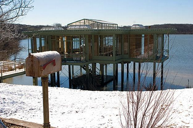 The glass house from The Lake House movie-mailbox