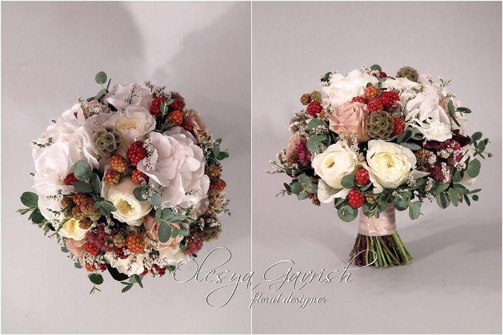 Свадебный букет с ежевикой, гортензией и пионовидными розами - Олеся Гавриш - свадебная флористика и декор