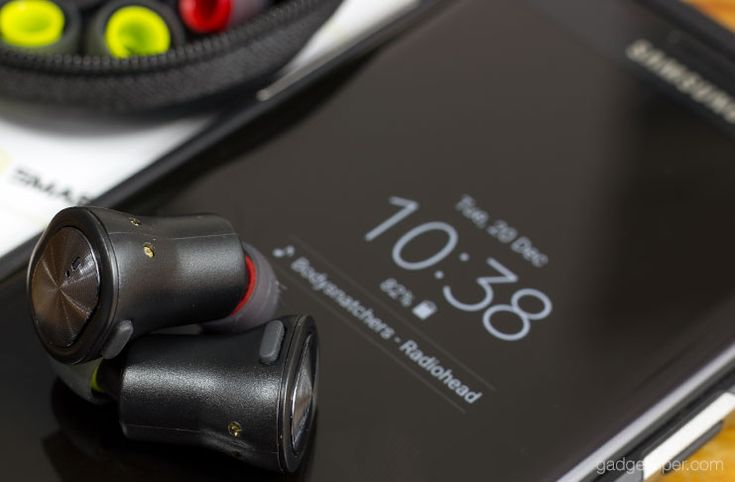 The SmartOmi Boots are affordable fully Wireless Earphones with Bluetooth connectivity. Featuring independent earbuds that reliably pair to each other