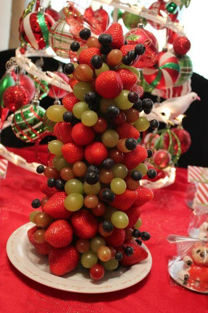 Whimsical fruit Christmas tree! Cute and yummy ;0)