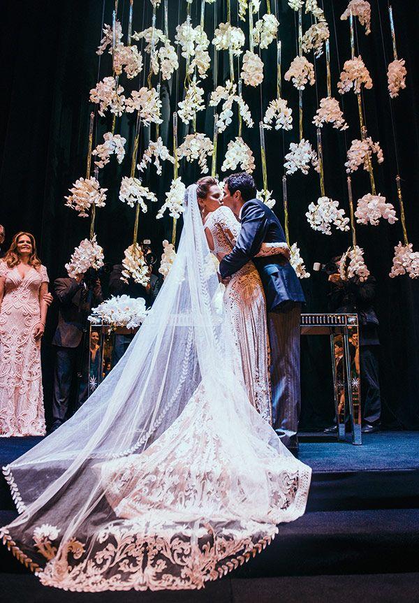 Fernanda Cassou André Nacli   Casamento Curitiba   Vestido de noiva: Zuhair Murad   Penteado e maquiagem: Jr Mendes   Acessório de cabelo: Miguel Alcade