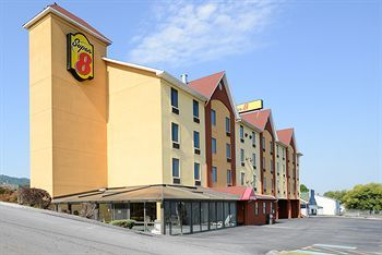 Super 8 Pigeon Forge Near The Convention Center