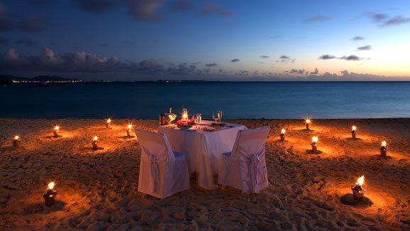 Untuk tempat ngedate dibanding di cafe, resto dan hotel yang biasanya indoor gue lebih suka yang menyatu dengan alam alias outdoor. Dipinggir pantai misalnya. Disana kita bisa dapet suara alam (ombak) yang menurut gue bisa menambah suasana semakin romantis. #PasanganSehati