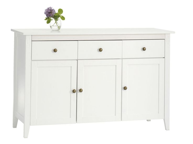 En helt enkel, hvit sjenk for å gjemme alt rot fra kjøkkenbenken og overfylte kjøkkenskap