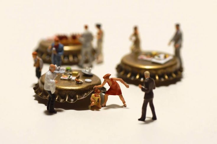 "Since 2011, artiste Tatsuya Tanaka works on the ""Miniature Calendar"", an annual calendar which feature clever and playful sceneries depicting the daily life of tiny people in interaction with common objects."