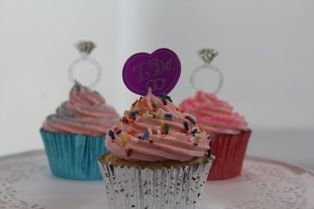 Say I do with these engagement ring cupcakes and decorations from cupcake corner. www.cupcakecorner.com