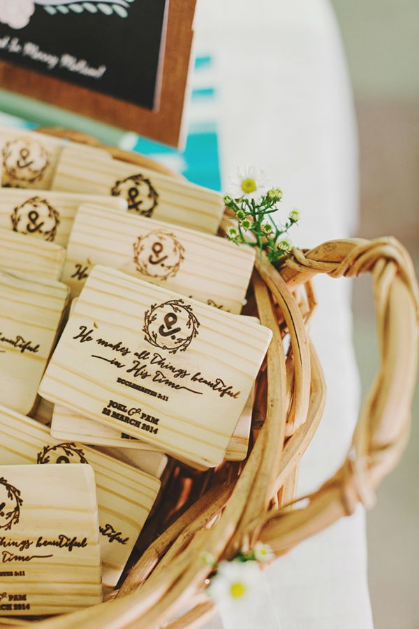 wood burned cutting board #favors - photo by http://www.jonathanong.com/ 15 Budget Friendly Wedding Favors for a tight budget | https://www.fabmood.com/budget-friendly-wedding-favors #weddingfavors #favor