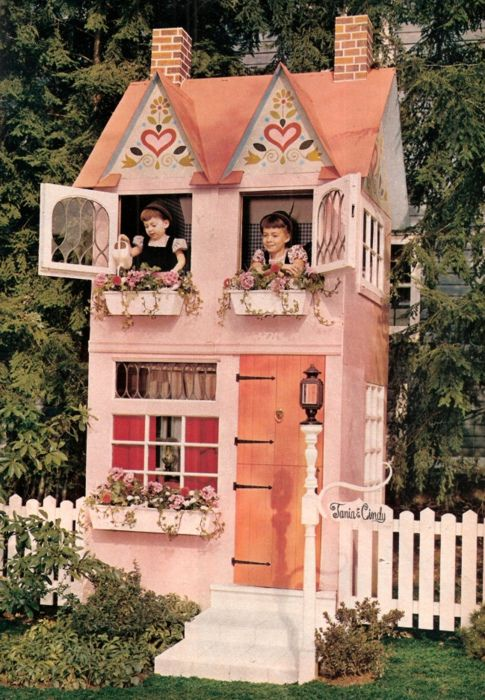 Oh my word... #vintage #play_house #kids #toys #pink #house #backyard #children #carpentry