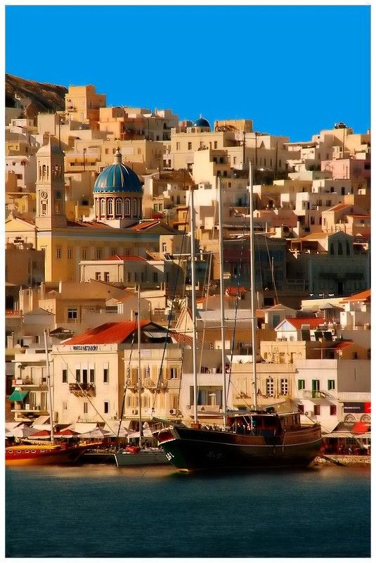 #Syros #Cyclades #Greece  http://www.rooms-2-let.com/hotels.php?id=1009