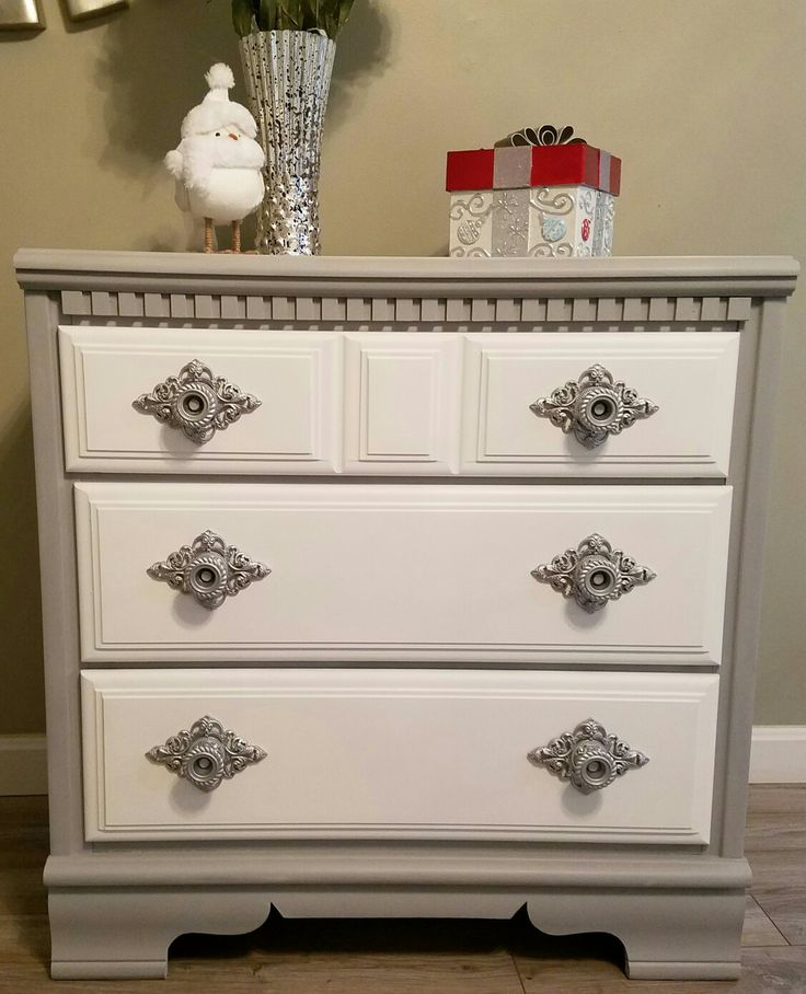Upcycled & repurposed this cute dresser. Rustoleum gray chalk paint, white drawers and finished with these silver sprayed knobs. Love! https://m.facebook.com/story.php?story_fbid=1113780992073358&id=935029053281887