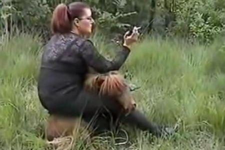 Echt een typische opportunistische takketrol. Gelukkig is er gemeld dat de pony er niets aan over heeft gehouden... Stop dierenmishandeling, steun Stichting Zinloos Geweld Tegen Dieren.