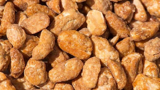 Brända mandlar är lätt att göra och riktigt gott. Här är ett klassiskt recept på brända mandlar som passar fint till både glöggen och som snacks i väntan på tomten! Läs också: Julgodis – klassiska,...