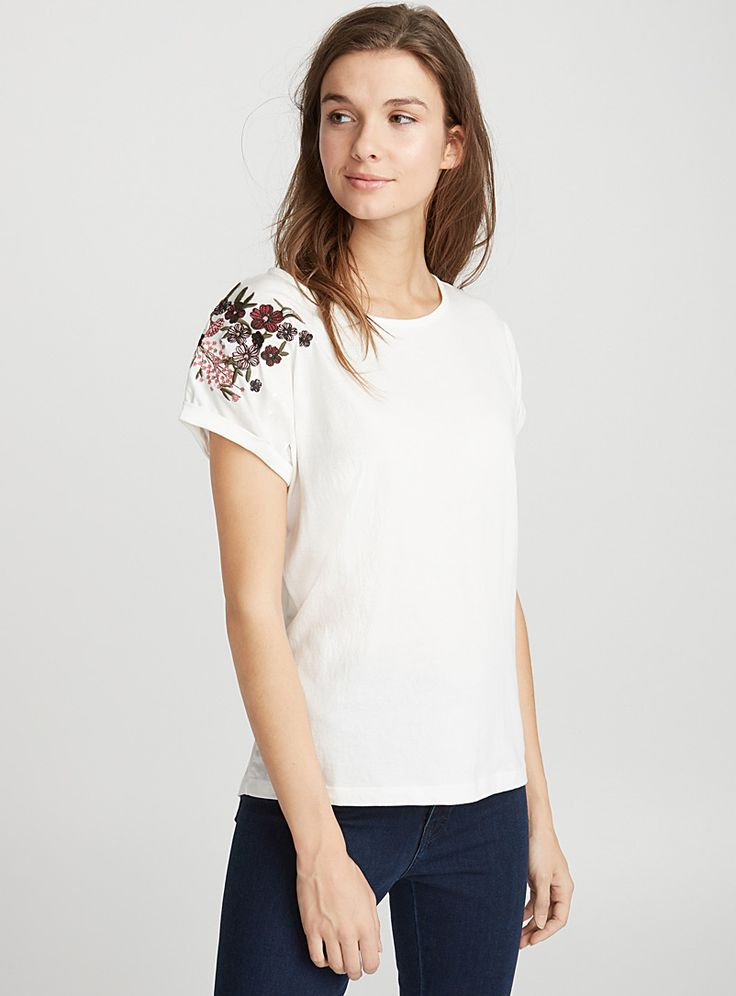Exclusively from Twik - Embroidery is blooming on every piece this season! - Eco-friendly and trendy stretch organic cotton jersey - Casual design The model is wearing size small