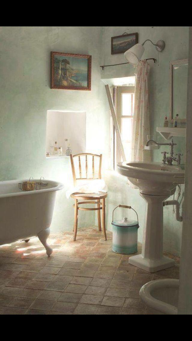 Nice Little Vintage Bathroom.