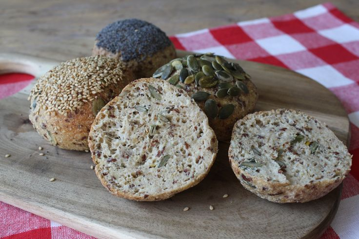 Ik heb deze ochtend heerlijke bolletjes gemaakt met pitten! Volkoren of meergranen brood vond ik voorheen erg lekker. Zo fijn dat deze in de buurt komen! :) Ze zijn heerlijk, vullend …