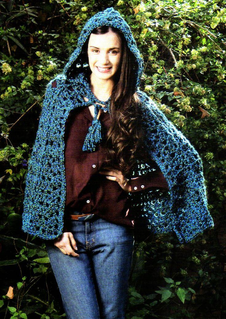 tejidos artesanales en crochet: capa con capucha en tonos azules tejida en crochet
