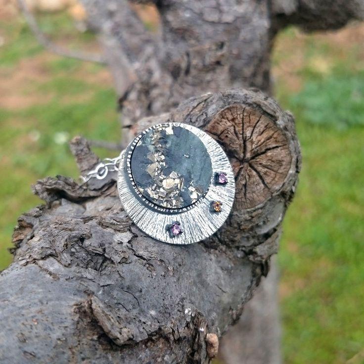 Colgante de plata con pizarra, citrino y turmalina. de horivert en Etsy