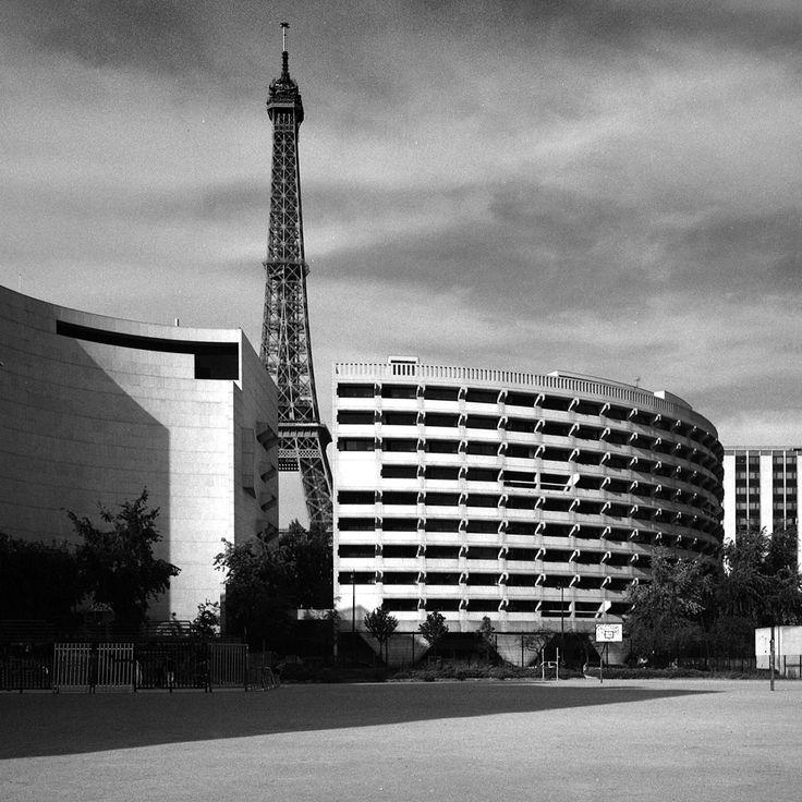 Tour Eiffel and architect Harry Seidler's Australian Embassy, Paris, 2001. © Eric Sierins photo.