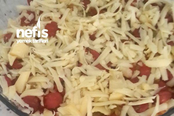 Kahvaltılık Fırında Sosisli Patates Tarifi nasıl yapılır? 1.051 kişinin defterindeki bu tarifin resimli anlatımı ve deneyenlerin fotoğrafları burada. Yazar: Öznur genererkan