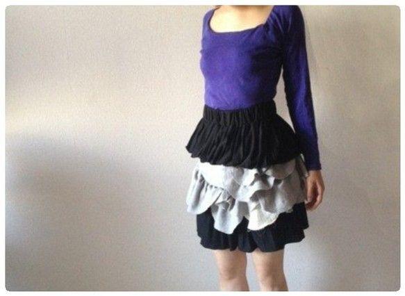 プリーツスカートをリメイクしたベアトップワンピース。ウエストで履けばボリュームスカートとして着用できます。白のスプーンフリルにはラメ混の綿素材、グレーのスプー...|ハンドメイド、手作り、手仕事品の通販・販売・購入ならCreema。