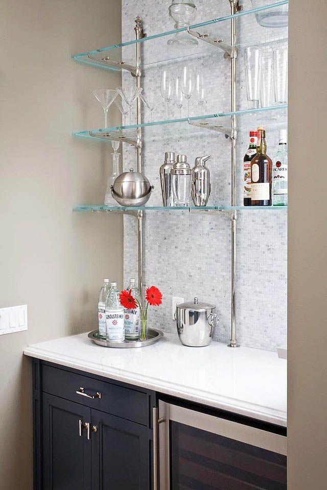 Стеклянные полки украсят дизайн вашей кухни и дополнят интерьер