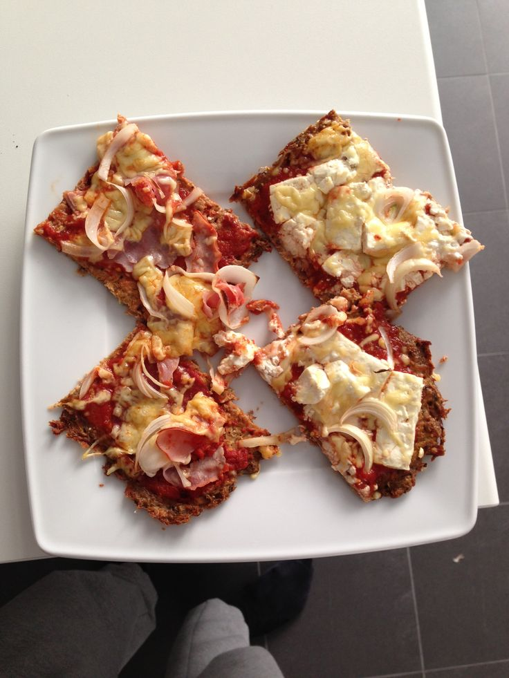 Pizza à la Size Zero Army mit ThinfischbodenIch übe noch, damit sie auch mal etwas besser aussehen, aber Julian hat's geschmeckt glaub ich ,das Blech war zumindest ratzefatz leer  Danke euch Mädels, so macht Frau Julian glücklich  size-zero.de #abgerechnetwirdamstrand #abgerechnetwirdimbikini #sizezerome #sizezeroarmy