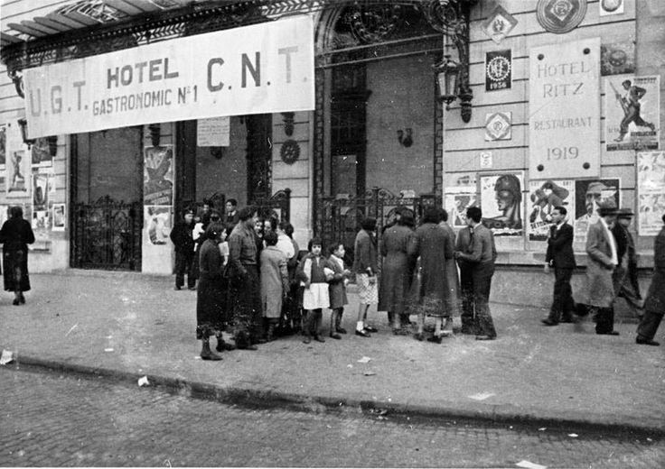 El comedor popular de la CNT/UGT establecido en el Hotel Ritz de Barcelona durante la Guerra Española. http://degarcia-pacodiscomix.blogspot.com.es/