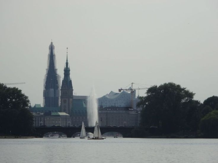 http://wp.me/p5WtEB-3zX  the tower and the green roof of Hamburg's city hall can be seen from far away