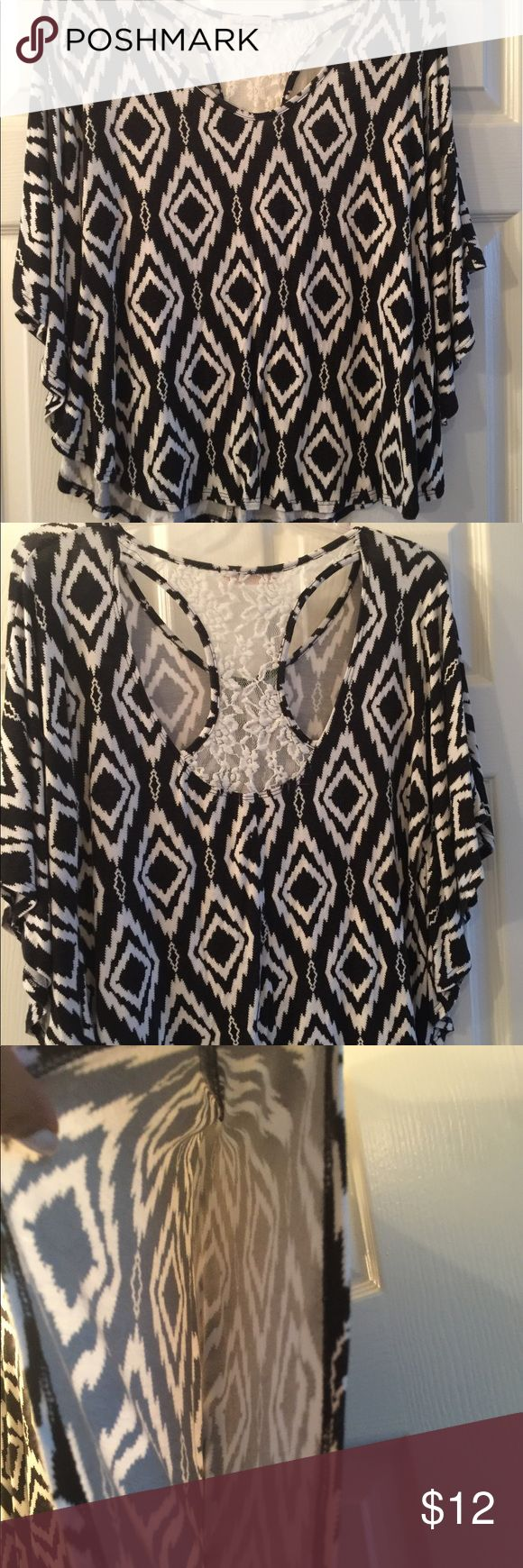 Dolman top or batwing sleeves for a top Black and white dolman top or batwing sleeves. Very cute and flirty top Tops