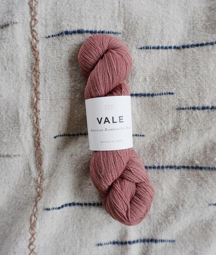 "326 Synes godt om, 6 kommentarer – Jess Schreibstein (@jess_schreibstein) på Instagram: ""This new #ValeYarn from @brooklyntweed is basically the color of New Mexico, amirite? Super fluffy…"""