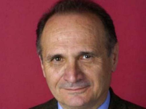 Abruzzo: #ADDIO #ALL'ECONOMISTA #AMOROSO RADICI ABRUZZESI ALLIEVO E COLLABORATORE DI CAFFE' ERA IN DAN... (link: http://ift.tt/2iTPyaE )