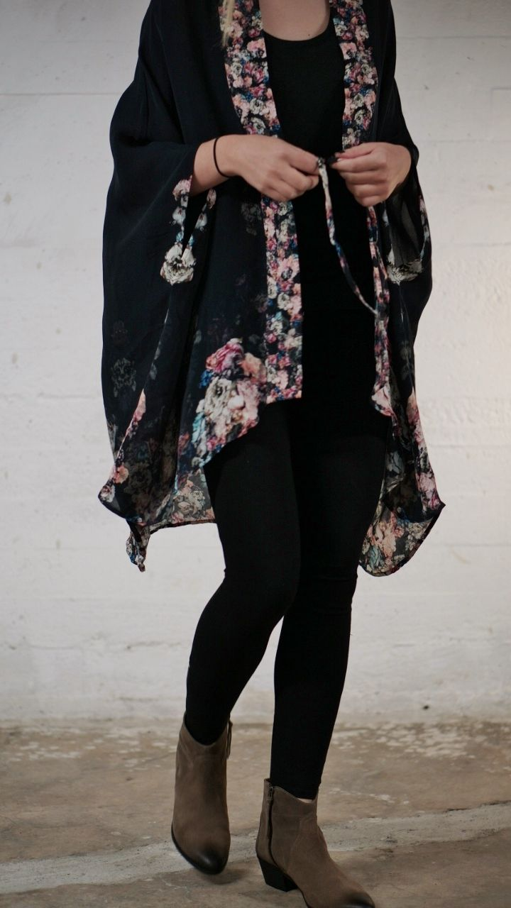 Kimono in flowy silk. Available online: http://www.sofinah.fi/product/439/