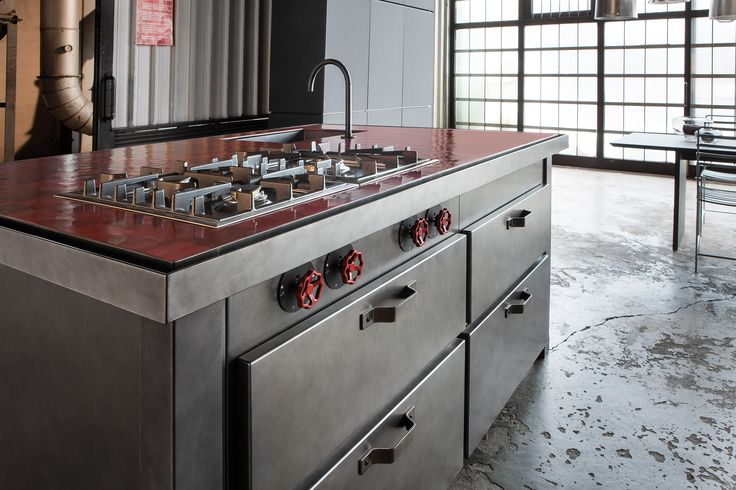 Minà kitchen is the flagship product of the kitchen manufacturer Minacciolo. The Italian company has always kept an eye on newly developed materials in order to integrate them in its lines, and now offers a reinterpretation of this kitchen with an innovative oxidized steel version. #minacciolo #industrialstylekitchen #oxidizedsteelkitchen #kitchen #design #minakitchen #interiors #interiordesign #loft #mammuthood #designhood #extractorhood #industrialchic #cocciopesto #cocciopestoworktop