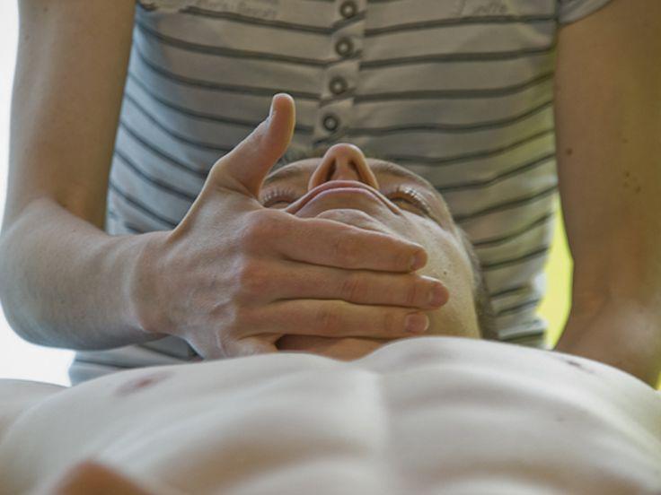 """Descrição: O atendimento nas Clínicas de Fisioterapia da UNIP envolve as áreas de neurologia, adulto e infantil, ortopedia e traumatologia, hidroterapia, preventiva e cardiorrespiratória. Quem pode participar: O atendimento é aberto para o público em geral. Como fazer para participar: os pacientes devem entrar em contato primeiramente por telefone, para que possam saber quais especialidades...<br /><a class=""""more-link""""…"""
