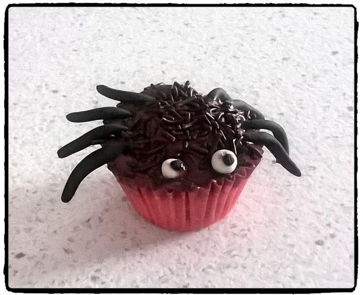 Mini-cupcakes per Halloween: zucca e gocce di cioccolato... aiuto i ragnetti