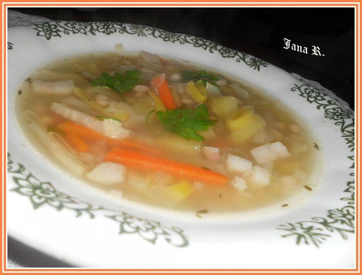 fazolová pol.s hl.zelím (vývar,mrkev,pórek,brambory,slanina,tymián)