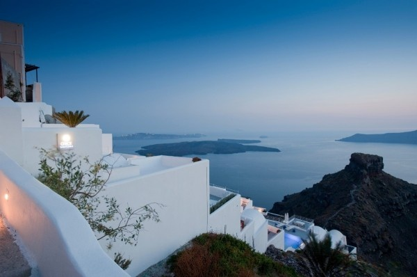 The Grace is perfect in Greece. This 5-star, luxury boutique hotel with branches in the world's most desirable destinations, looks amazing combined with the backdrop of the beautiful, blue and white Santorini islands, the southernmost islands of the Cyclades.: Grace Santorini, Santorini Islands, Favorite Places, Santorini Hotels, Boutiques Hotels, Greece, Santorini Grace, Architecture, Grace Hotels