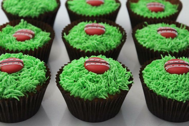 Cricket cupcakes via mintandfizz.com #cricketparty #cricketcake #mintandfizz