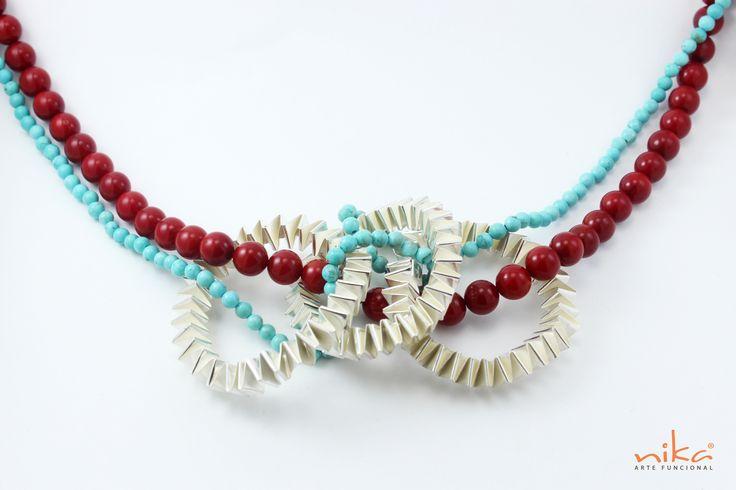 Collar Triada Material: Plata 1000 o Bronce Técnica: Tejido a mano Acabado: Brillante Piedras: Coral Rojo, y Turquesas