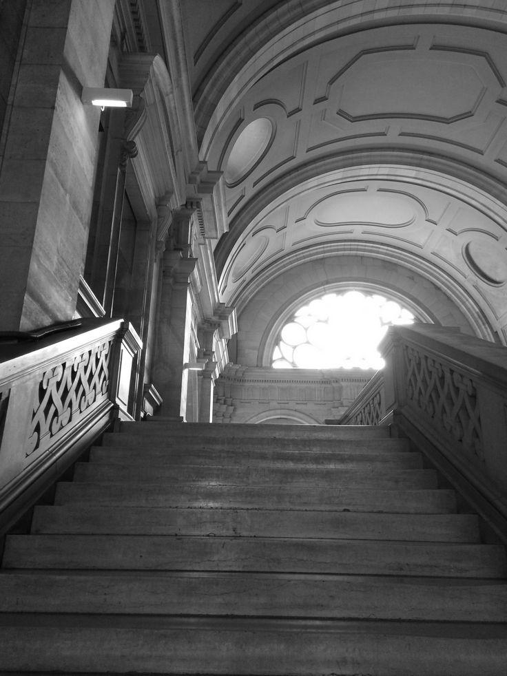 palais de justice de paris escalier menant la 3 me chambre du tribunal palais de justice de. Black Bedroom Furniture Sets. Home Design Ideas