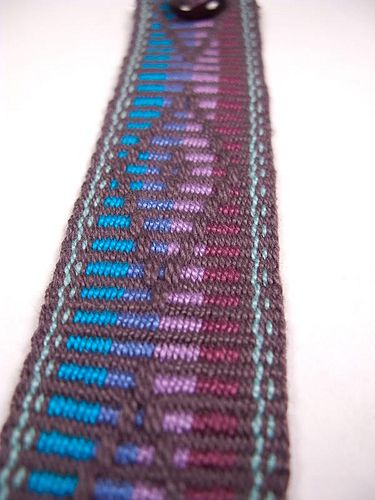 Inkle weaving pick up pattern by paddlefish (beckarahn), via Flickr