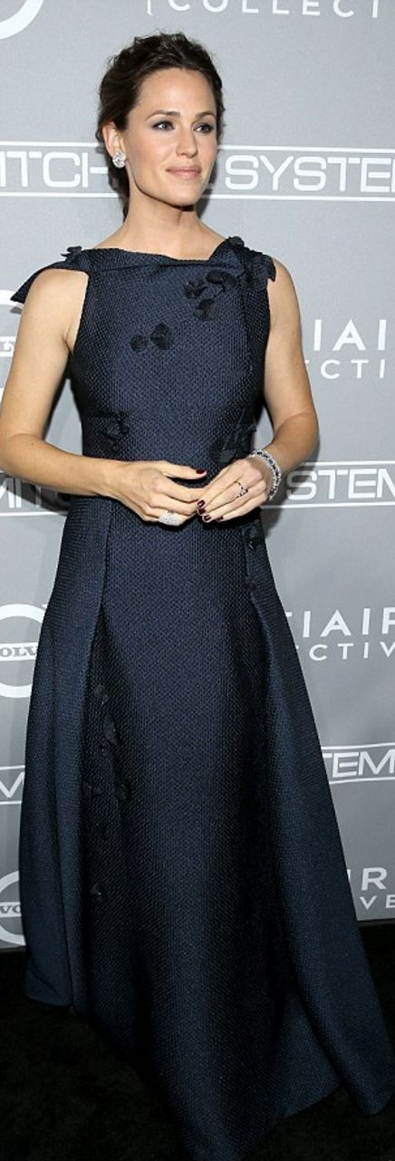 Jennifer Garner wearing RM / Roland Mouret and Le Vian