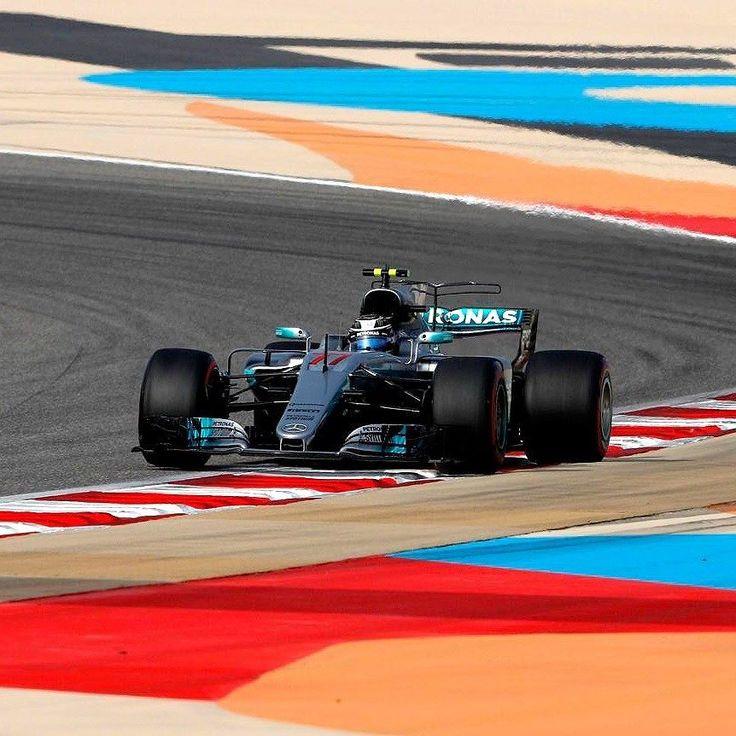 Mercedes-Benz F1 W08 Hybrid: Bottas conquista primeira pole position da carreira na F1! O finlandês Valtteri Bottas (FIN) superou o colega de equipe Lewis Hamilton e conquistou sua primeira pole position da carreira na Fórmula 1. Bottas fez o tempo de 1min28s769 e vai largar na frente neste domingo de Páscoa no Grande Prêmio do Bahrain no deserto Sakhir. Hamilton (1min28s792) será o segundo enquanto o rival pelo título Sebastian Vettel (GER) da Ferrari o terceiro com 1min29s545. O brasileiro…