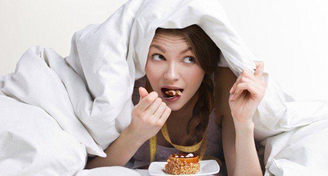 Como muitos problemas de saúde, rotineiros, de beleza e até uma péssima noite de sono estão ligados com a maneira que comemos, precisamos ficar atentos e evitar ao máximo à tentadoras porcarias, principalmente antes de dormir