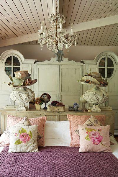 Decoholic - http://decoholic.org/2012/09/20/dream-vintage-bedroom-ideas-for-teenage-girls/