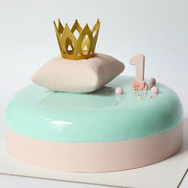 WEBSTA @ arts_bakery - Торт для первого дня рождения маленькой принцессы) Внутри…