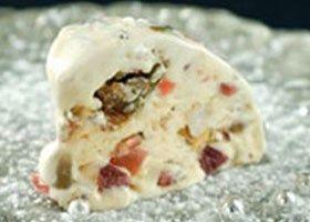 Cassata met noten en gekonfijt fruit en elixir d'Anvers